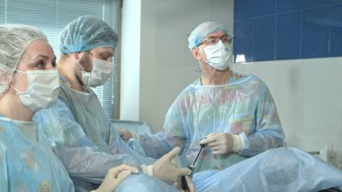 Medical staff in the opearing room doing sucessful surgical procedure