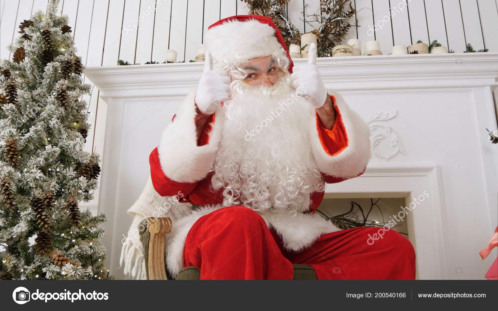 Fotos Profesionales De Navidad.Feliz Navidad Santa Claus Que Muestran Los Pulgares Tiro