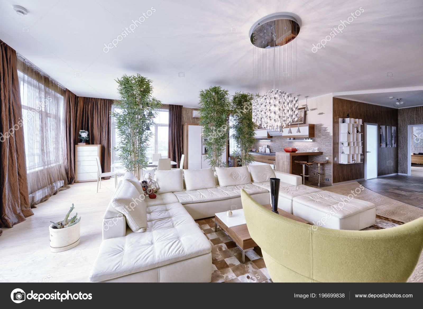 Interieur van keuken woonkamer een modern huis u stockfoto
