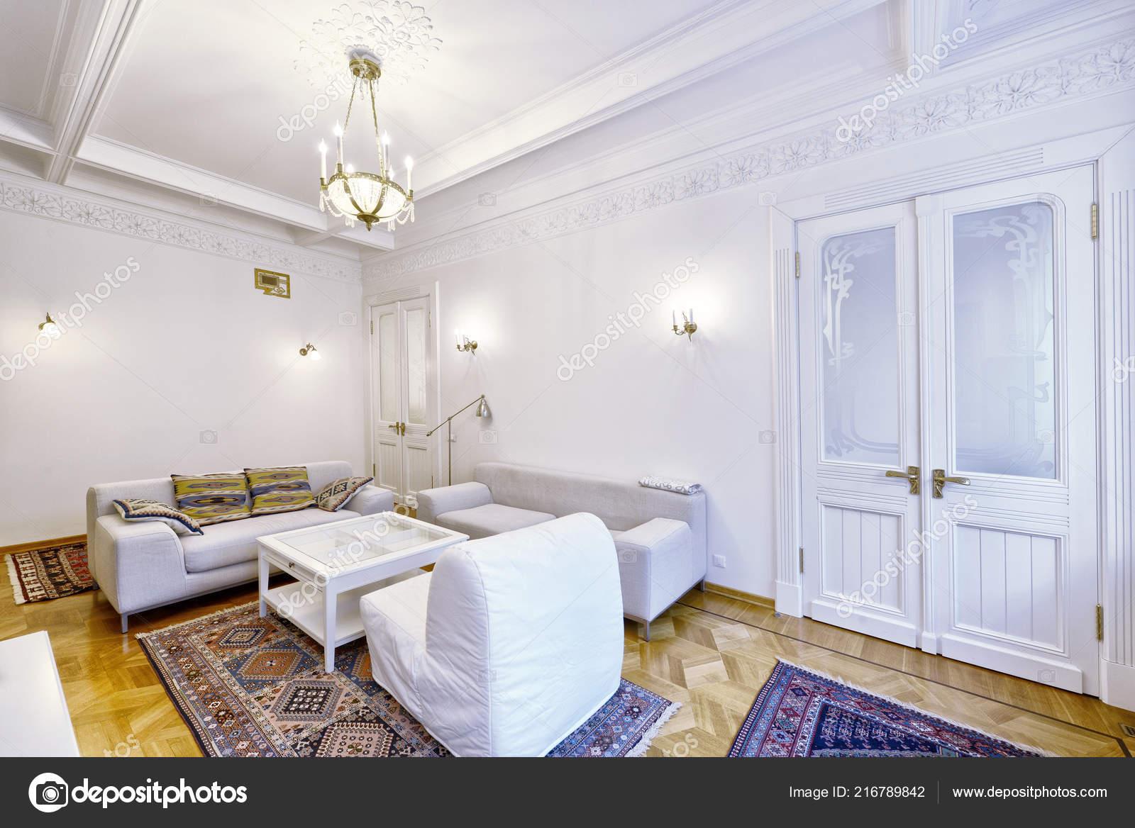Salon Intérieur Maison Moderne — Photographie ovchinnikovfoto ...