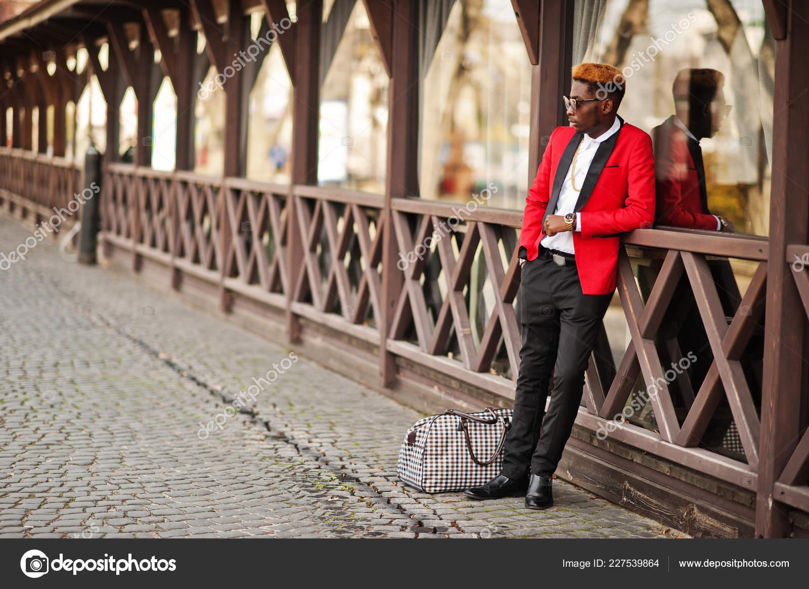 Fotomodell Afroamerikanische Mann Roten Anzug Mit Highlights