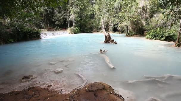 Krásná krajina s vodopádem. Luang Propang Laos