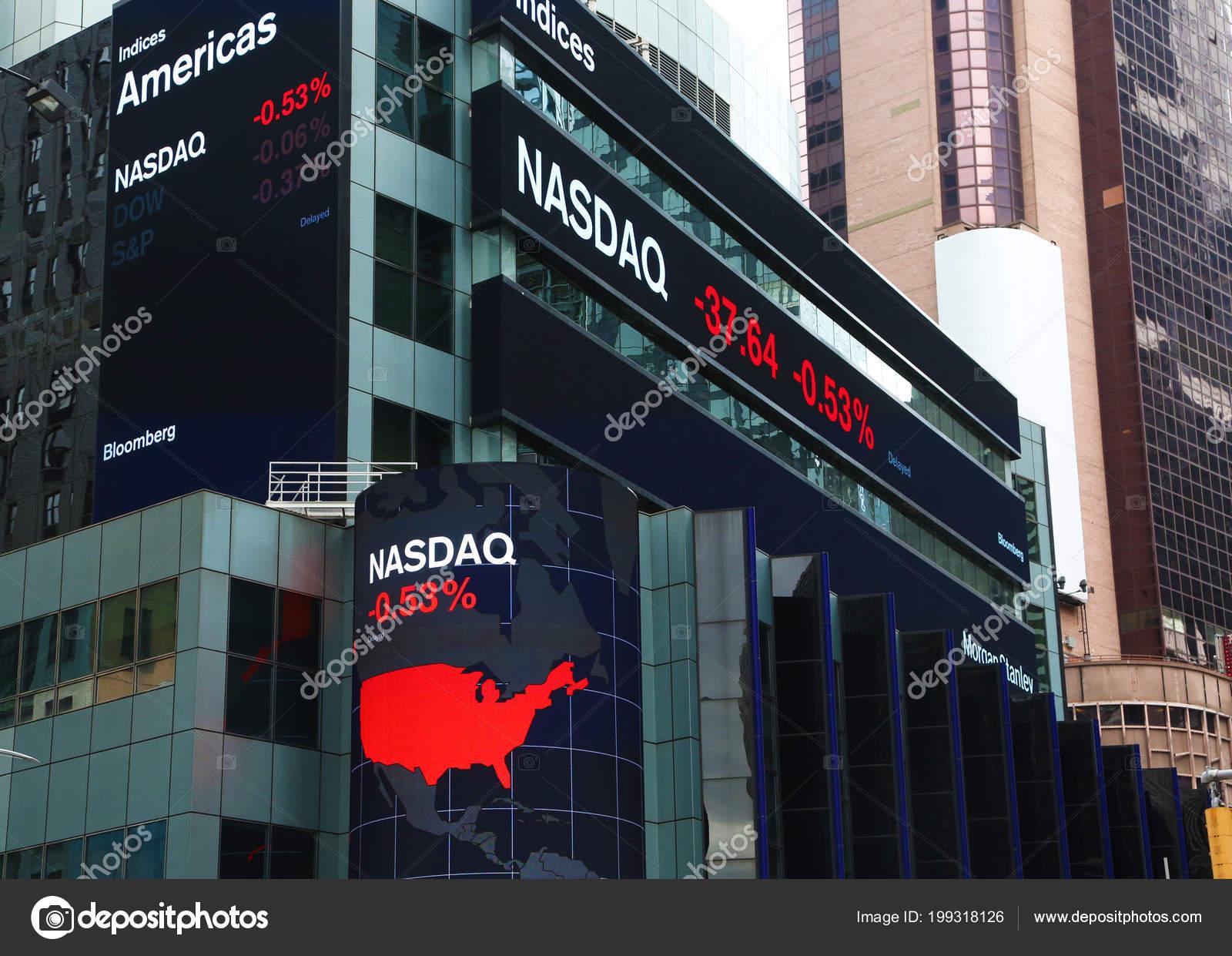 5e5ca35d2f New York Usa Maggio 2018 Nasdaq Quotazione Tavole Illuminate Times–  Fotografia Editoriale Stock