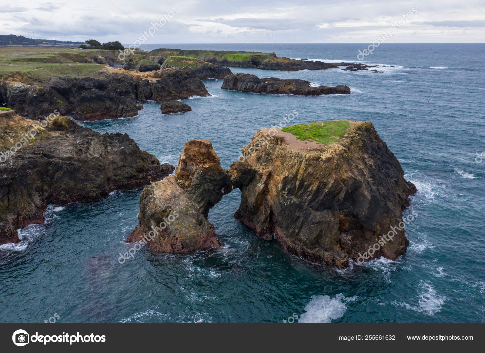Cold Waters Pacific Ocean Wash Rocks Rugged Northern California