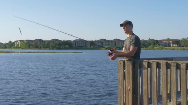 Halász ember fogások egy hal.