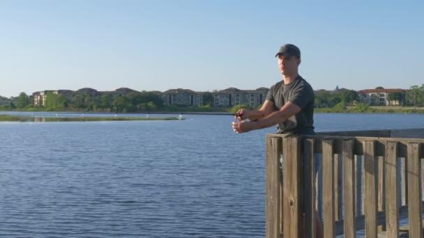 Halász halászat bottartó a tó vagy folyó víz.