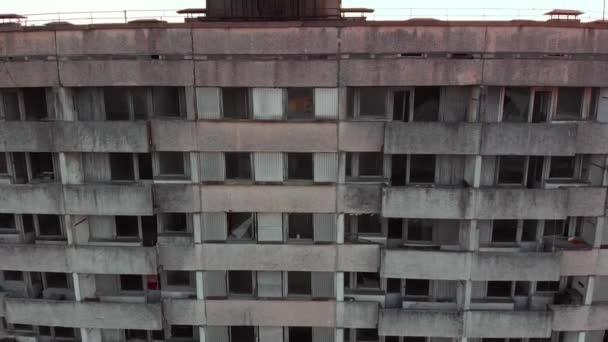 Sowjetisches Wappen an einem Gebäude in Pripjat