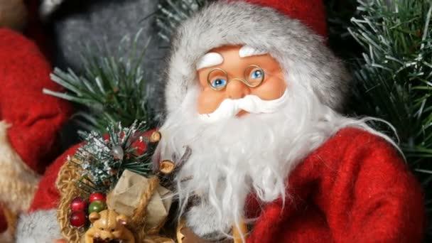 Hračky panenky Santa Claus, který stojí jako výzdobu na Vánoce a nový rok detailní zobrazení
