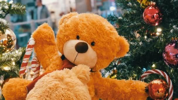 Mackó, mint egy bevásárló központban karácsonyi dekoráció