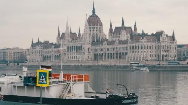 Budapest, Magyarország-december 6, 2018: a Duna partján Budapesten.