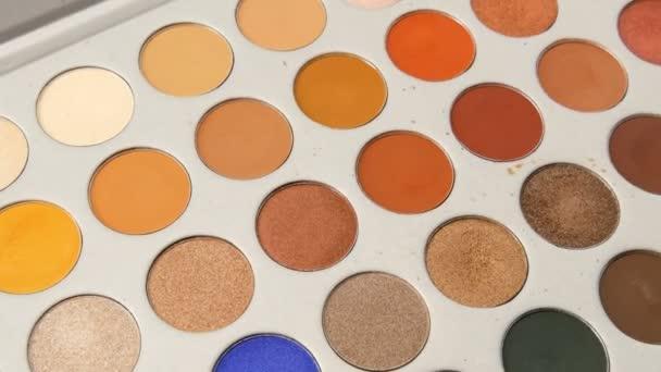 Paletta különböző make-up szemhéjfesték. Szakmai kozmetikumok készlet a nők a szépségápolási szalon