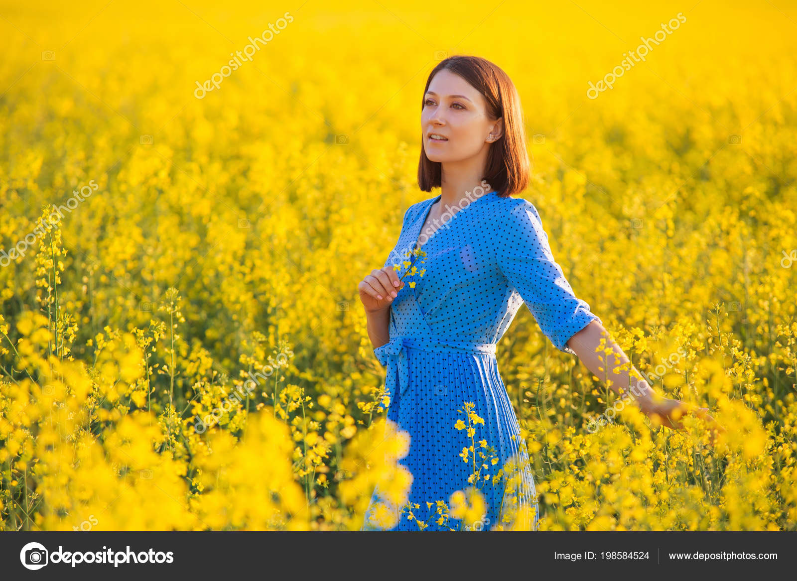 Pretty Girl Holding Yellow Flower Young Attractive Woman Blue Dress — Stock  Photo 654932bd2