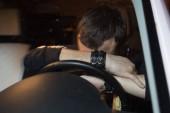 Fotografie Business-Mann im Auto, Alkoholismus, betrunken Mann, Dangerous auf Straße, verschwommen Porträt