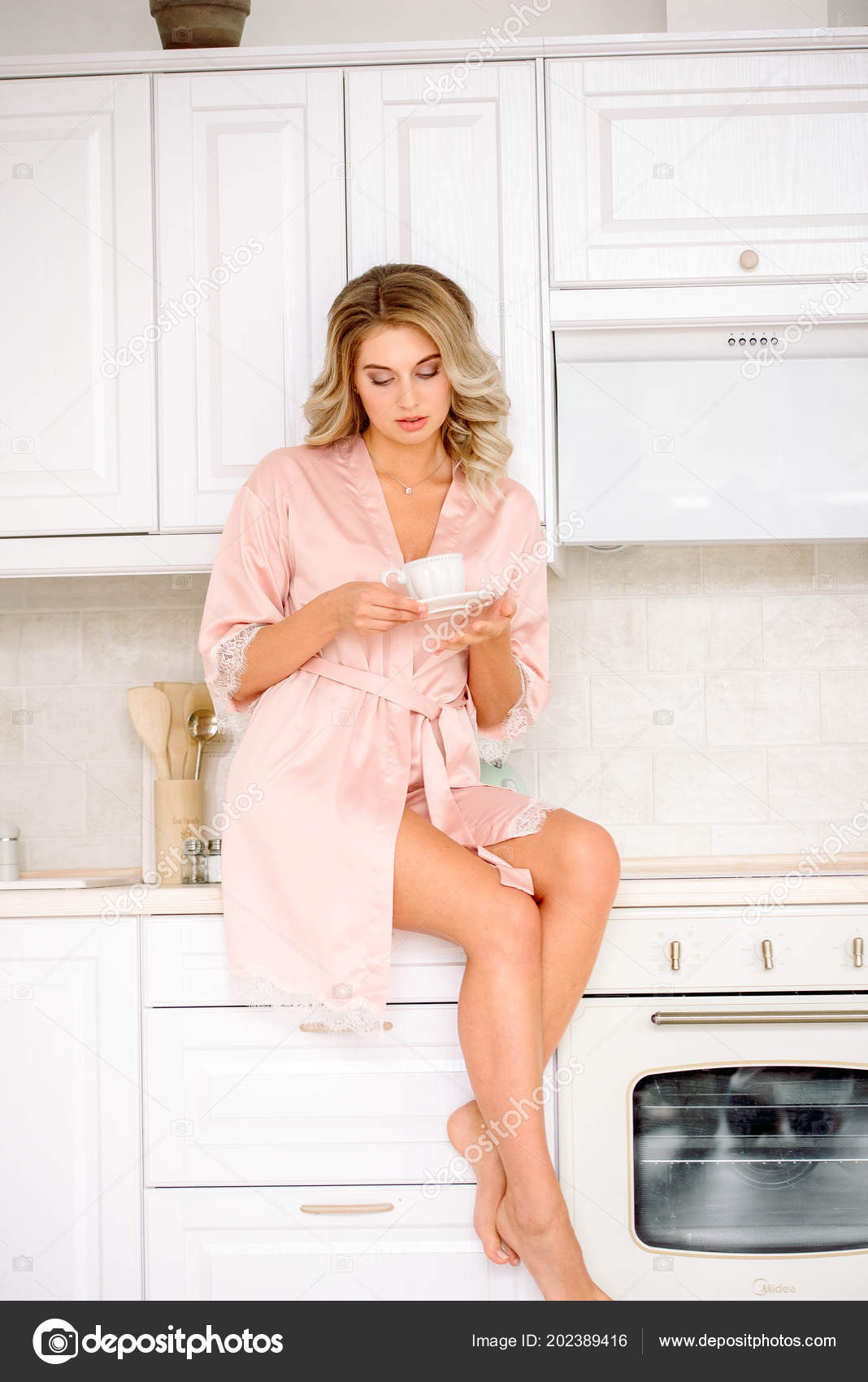 8614338dd6d Young Smiling Woman Drinking Coffee Morning Lovely Girl Drinking Tea — Stock  Photo