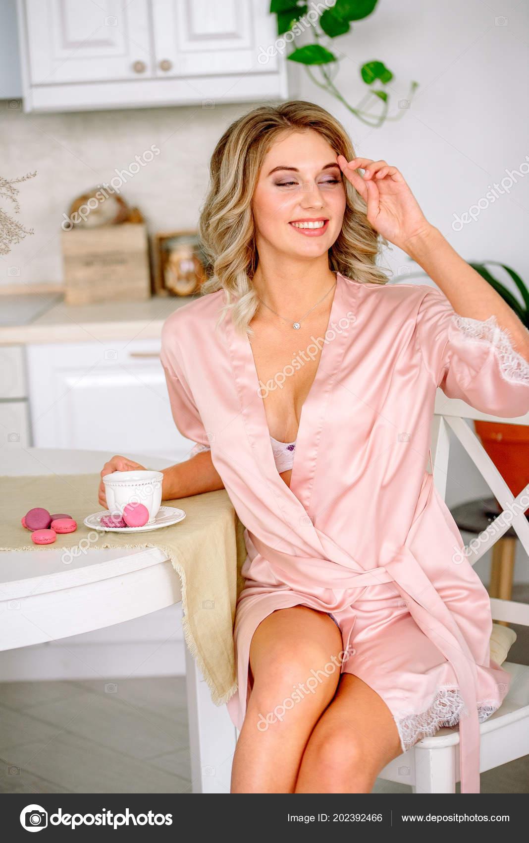 88b816e0858 Close Blonde Bride Drinking Morning Tea Lingerie Veil — Stock Photo ...