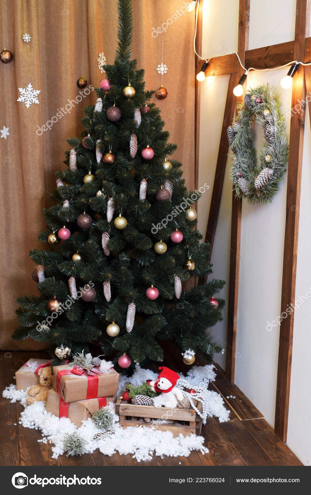 Sapin De Noel Sur Le Mur fête noël magnifiquement décoré maison avec sapin noël