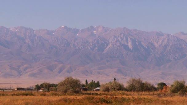 Vrcholky hor a podhůří Kazachstán