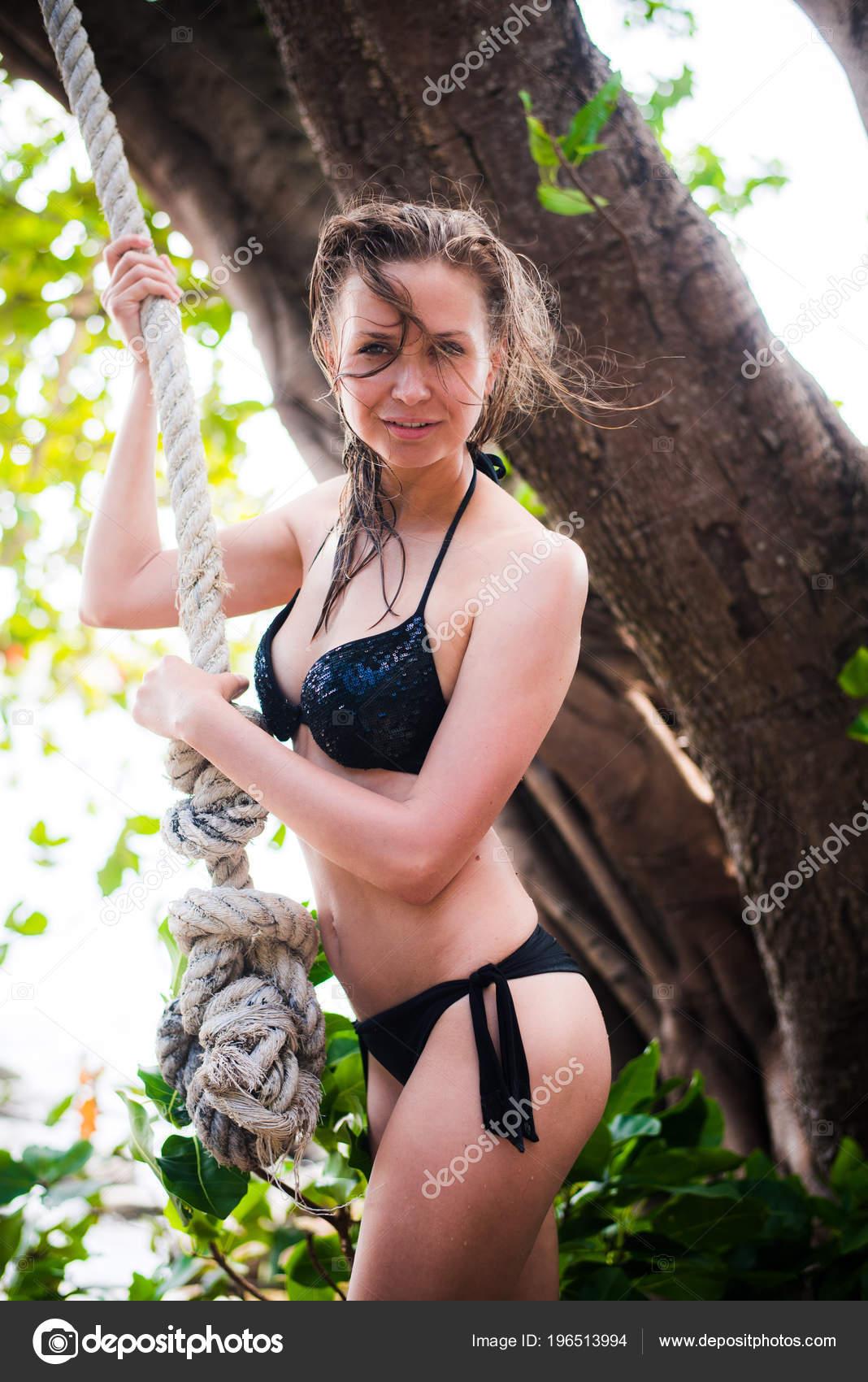 Фото девушек в купальниках из веревки, порно на дискотеке в россией