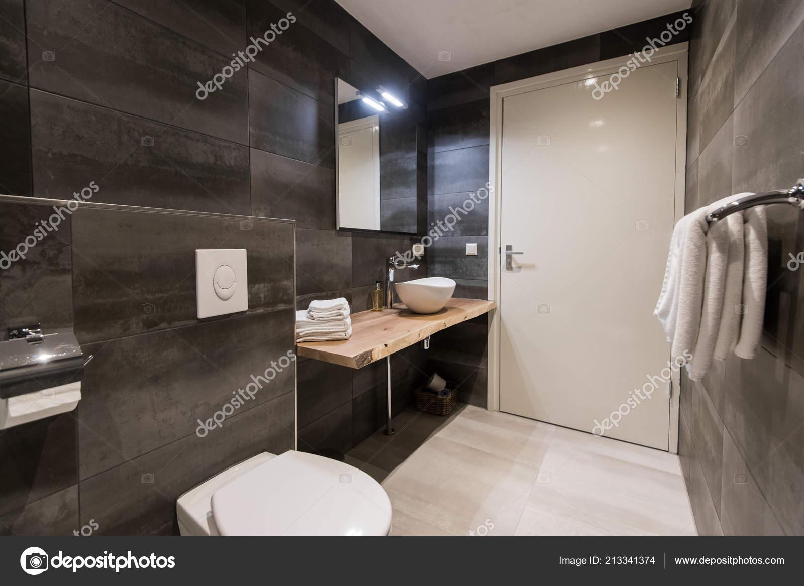 Salle de bain contemporaine en mosaïque avec les carreaux blancs et ...