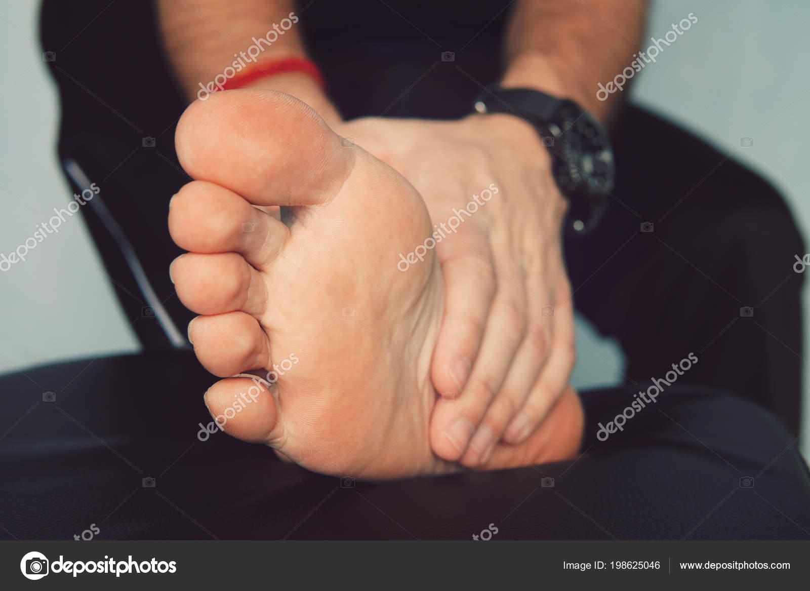 Gota en el dedo gordo de la mano