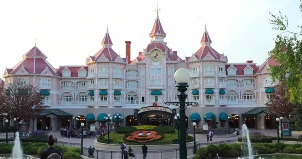 Marne-la-Valle, Francie – 14. října 2018: The Disneyland Paříž Hotel v Disneylandu Paříž zábavní Park (Euro Disney), Marne-la-Valle, le-de-France, Francie, Evropa - Dci 4k rozlišení