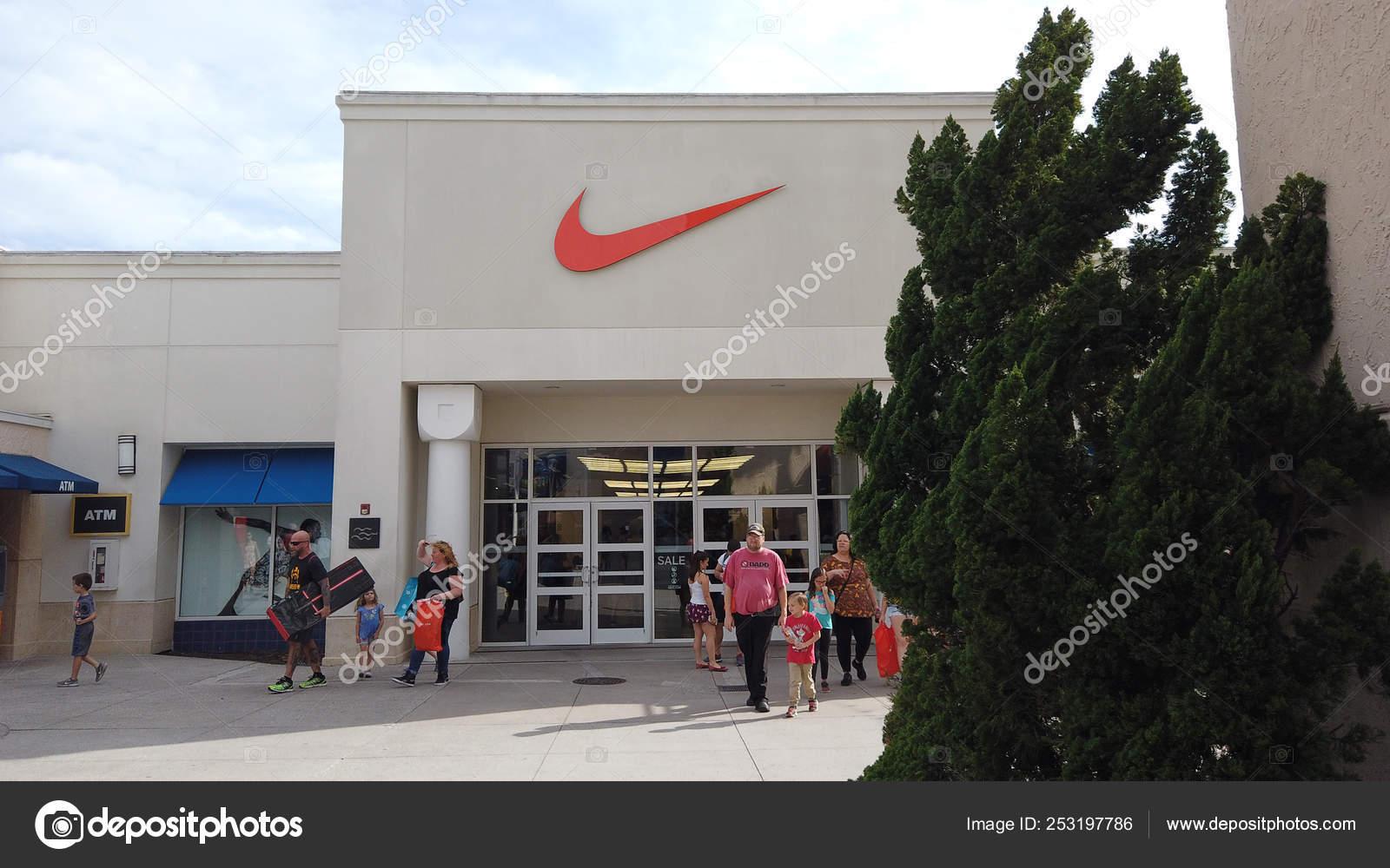 separation shoes 32f84 7ace3 Orlando, Florida USA, 2 de marzo de 2019  Nike Factory Store en el centro  comercial Orlando Vineland Premium Outlets Shopping Mall, Vineland, Florida,  ...