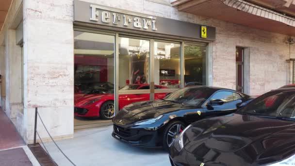 Monte-Carlo, Monako-20. září 2019: Scuderia Monte-Carlo, prodejce automobilů Ferrari, 5 Avenue Princesse Grace v Monaku na francouzském Riviera, Evropa-4k video