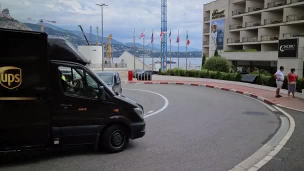 Monte-Carlo, Monaco - 9. September 2020: 8K Man Driving A Black Mercedes UPS Delivery Van On The Formel 1 Grand Prix Hairpin Turn In Monte-Carlo, Monaco, Europa - 8K UHD (7680 x 4320)