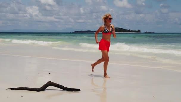 Seychellen unbeschwerte Frau