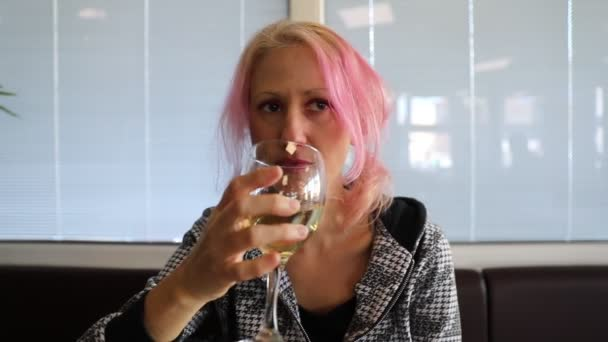Egy pohár bor.