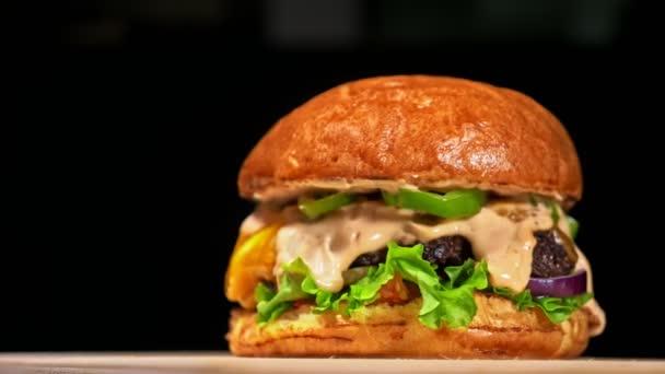Super krásné čerstvé šťavnaté vařené hamburger otočit na gramofonu. Velmi lahodný vzduch bun a mramorovým hovězí. Restaurace, kde je každá karbanátky vařené ručně. Nebyly ideální. Vypadají opravdově, milující ručně vyrobené