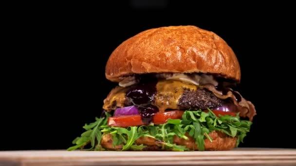 Super krásné čerstvé šťavnaté vařené hamburger otočit na gramofonu. Velmi lahodný vzduch bun a mramorovým hovězí. Restaurace, kde je každá karbanátky vařené ručně. Nebyly ideální. Vypadají opravdově, milující ručně vyrobené.
