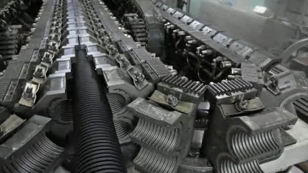 Herstellung von Kunststoff Wasserleitungen. Fertigung von Rohren in ...