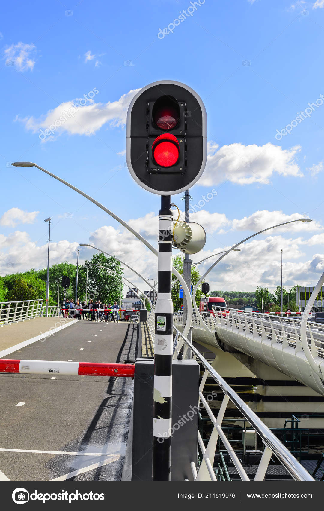traffic light on a bridge that moves apart ストック編集用写真