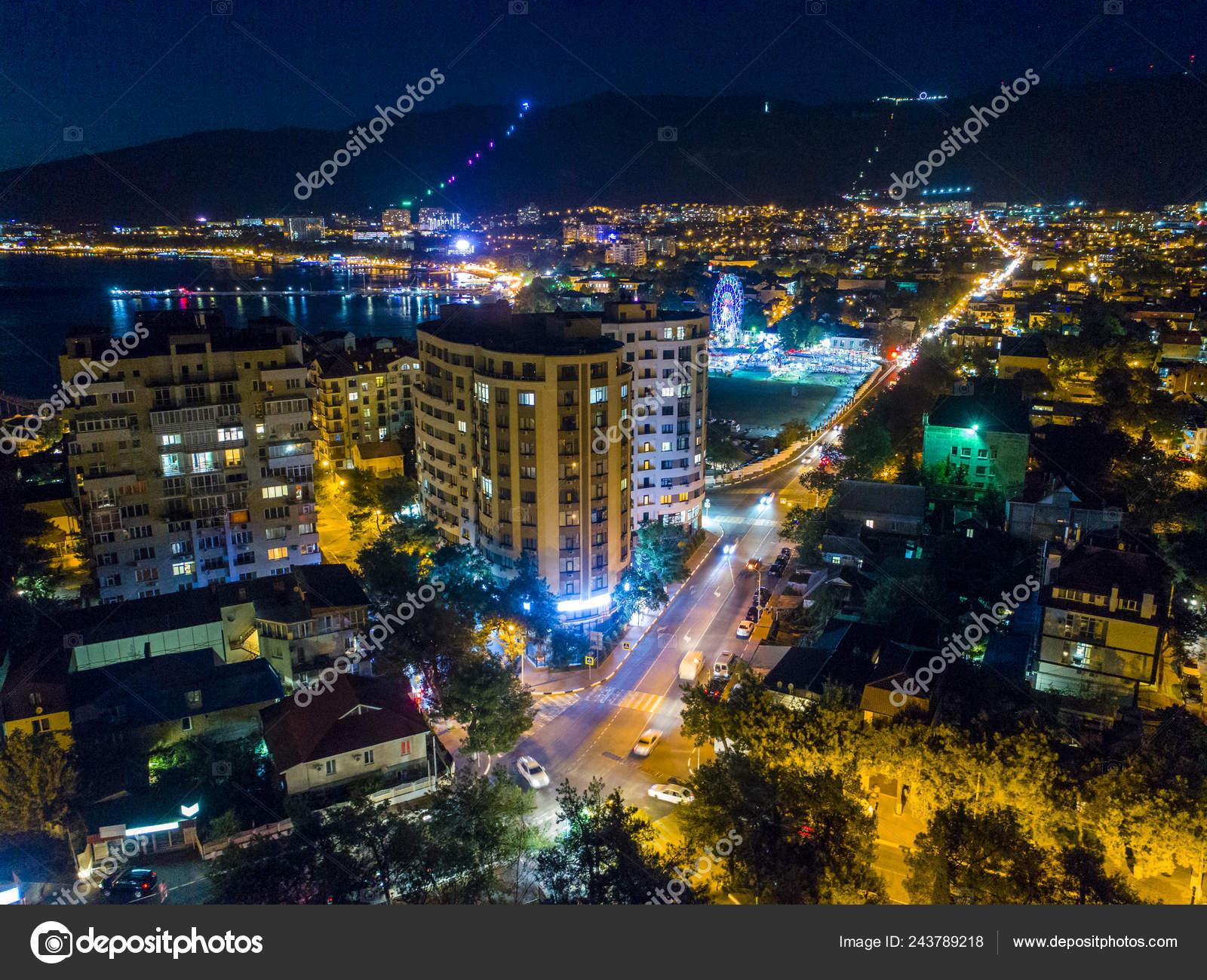Ночной геленджик с высоты птичьего полета фото