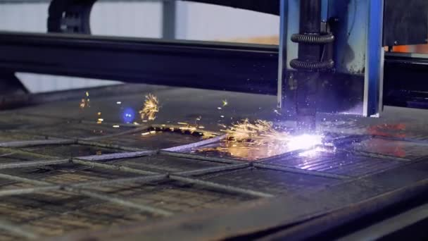 Arbeitet auf Metall