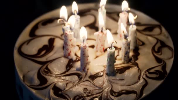 narozeninový dort se svíčkami.