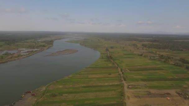 Řeka v zemědělskou půdu. Yogyakarta, Indonésie