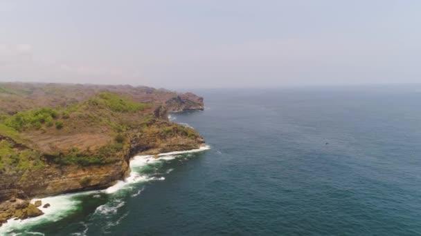 sziklás tengerpart óceán surf