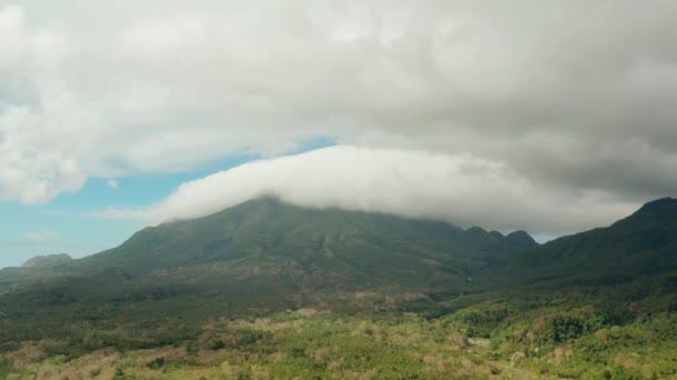 Hegyek borított esőerdők, Fülöp-szigetek, Camiguin.