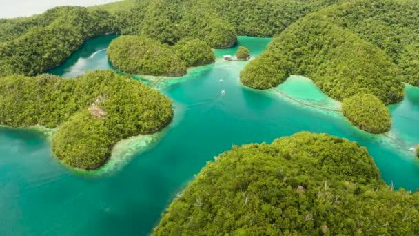 Letecký pohled na lagunu Sugba, Siargao, Filipíny.