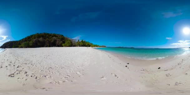 Torpický ostrov s bílou písečnou pláží. 360 video