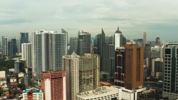 Manila, hlavní město Filipín, letecký pohled.