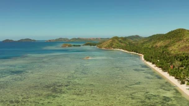 trópusi sziget kék lagúnával