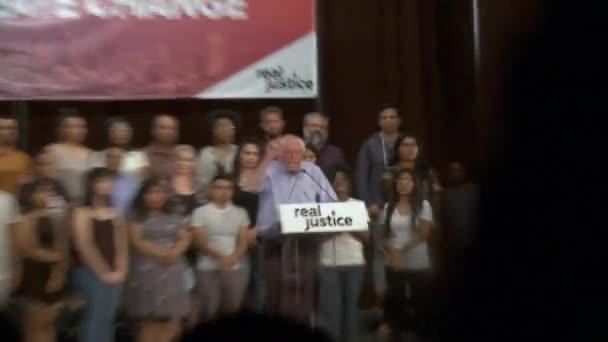 Bernie Sanders chce svobodu a spravedlnost pro Američany. 2. června 2018 v Rally za spravedlnost v centru Los Angeles, Kalifornie