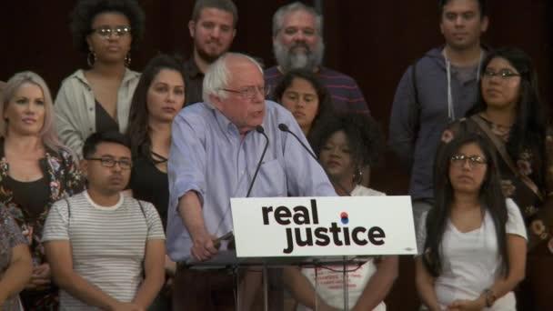 Bernie Sanders komentáře na nerovnost systému soudnictví. 2. června 2018 v Rally za spravedlnost v centru Los Angeles, Kalifornie