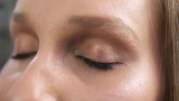 Nahaufnahme Einer Frau öffnen Ihre Grünen Augen Mit Leichtes Tages