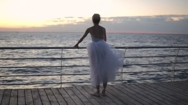 Балерина на море голая видео 14