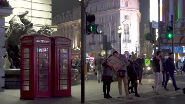 noční osvětlená Londýn city centrum turistů ulice dopravní Londýn, Velká Británie