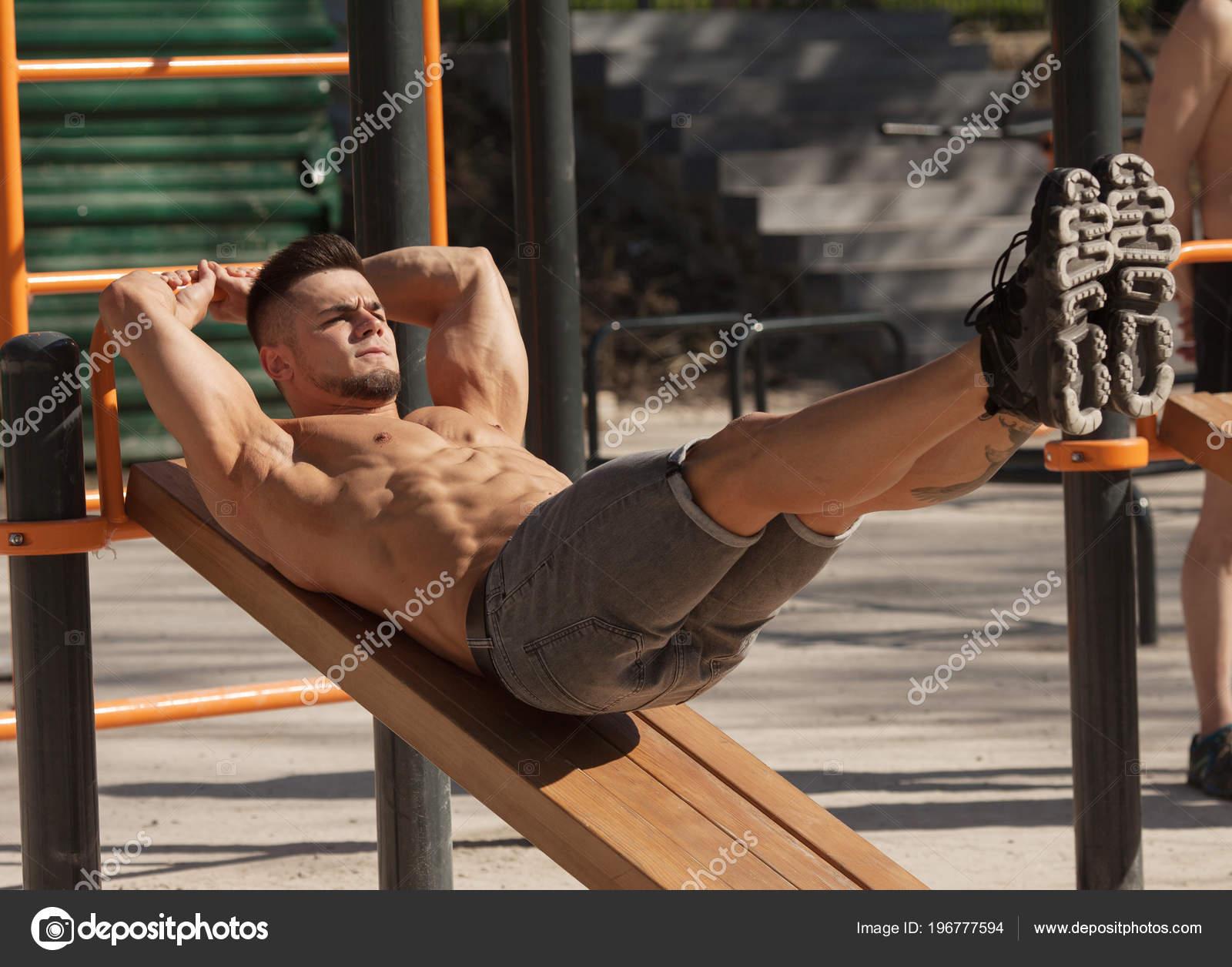 magen trainer nackt